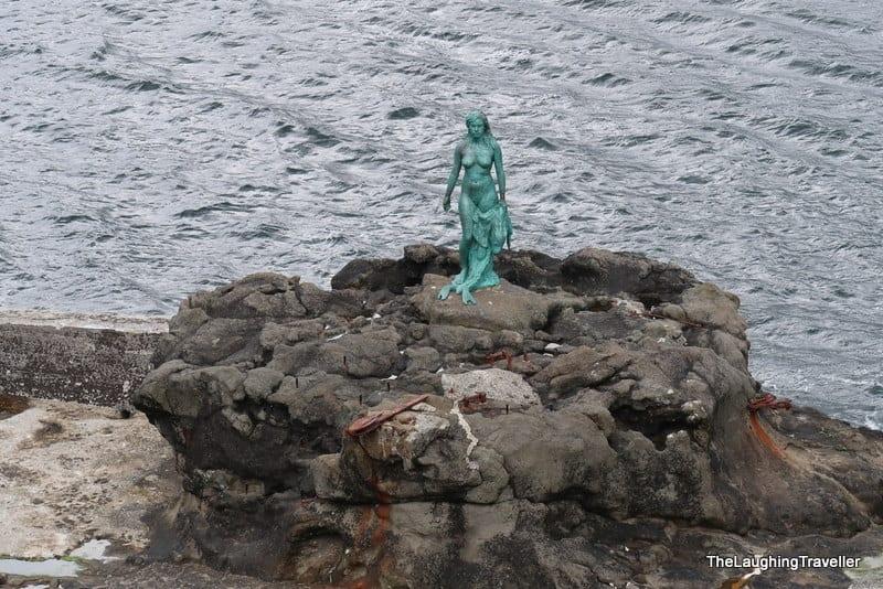 אישה-כלב ים